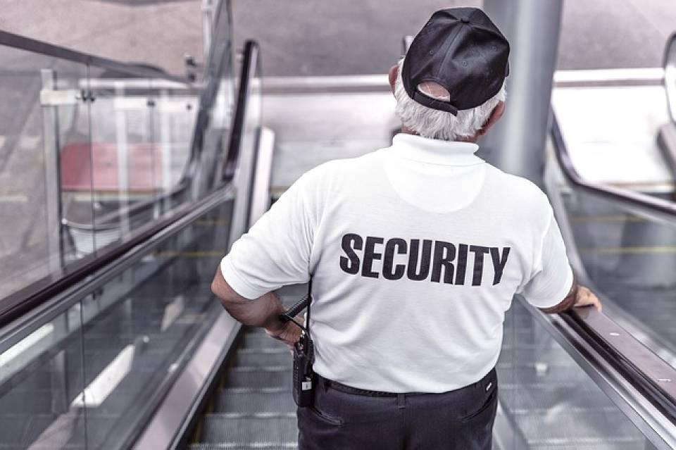 Praca dla ochroniarza - w Polsce czy za granicą? Gdzie szukać zatrudnienia jako pracownik ochrony?