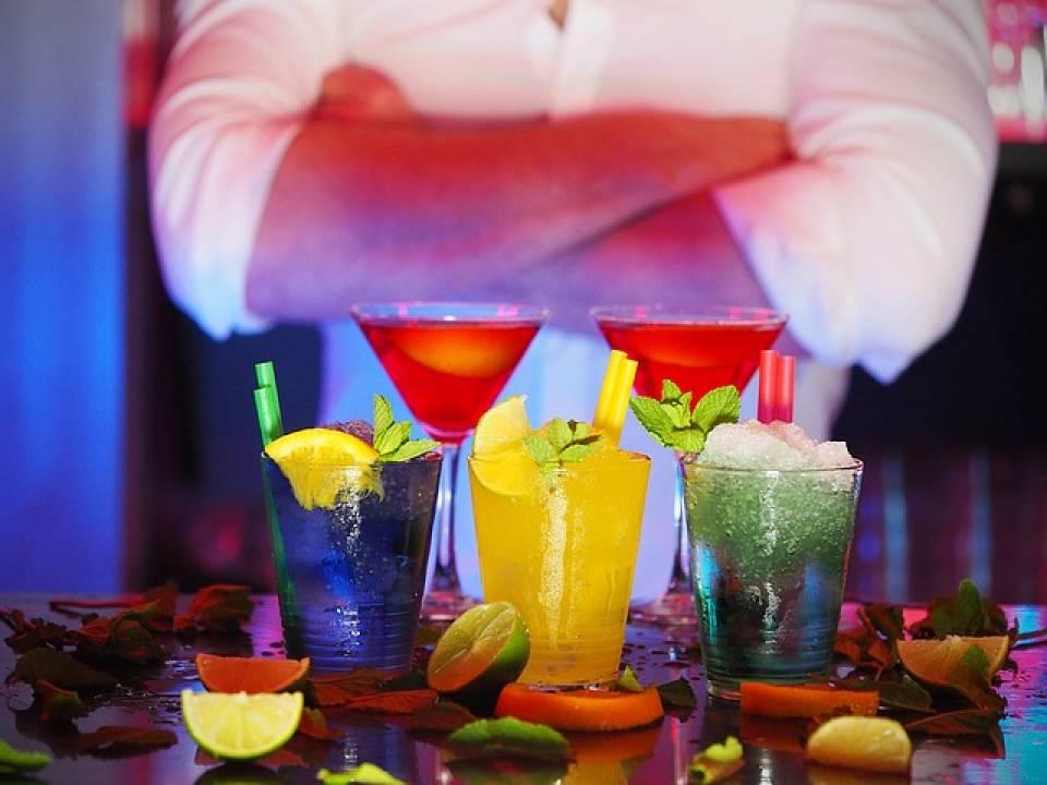 Recepcjonistki, pokojówki, kelnerzy, barmani – kto znajdzie pracę w hotelu?