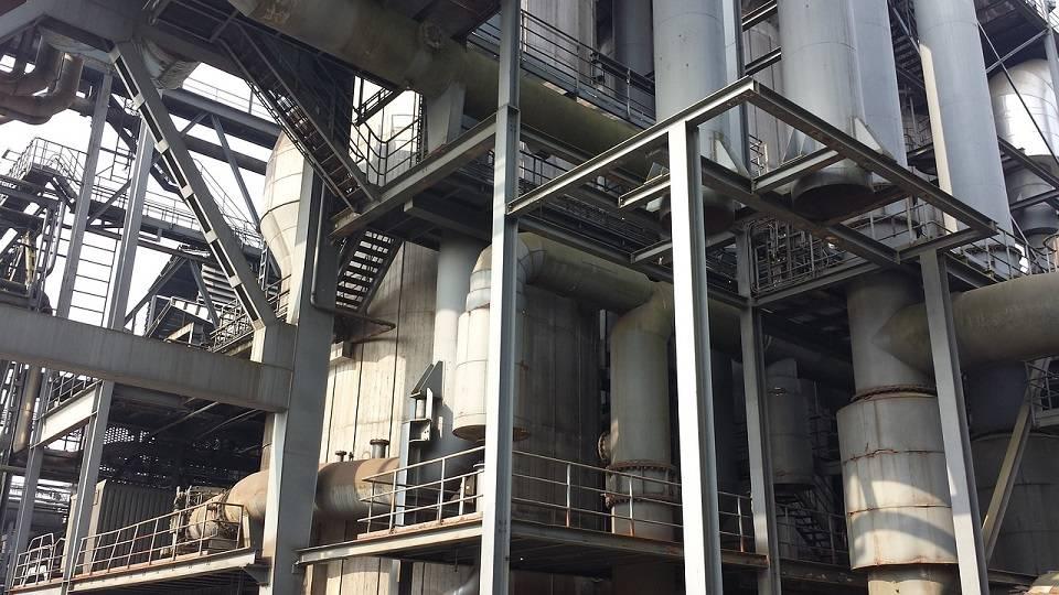 Operator maszyn, inżynier, pracownik linii produkcyjnej – kto znajdzie pracę w przemyśle ciężkim?