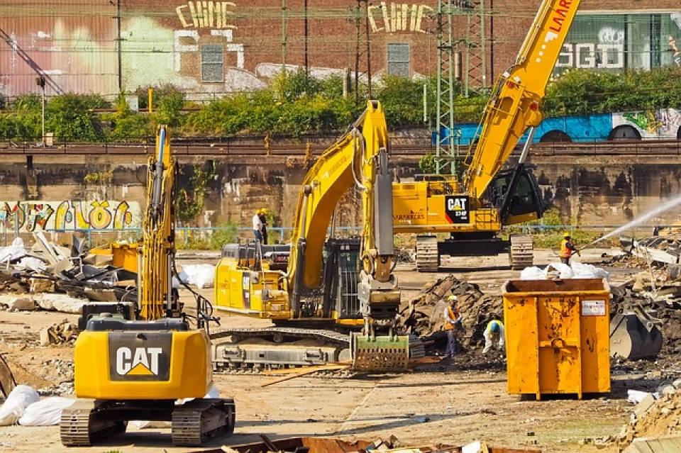 Jak często serwisować maszyny budowlane? Co psuje się w urządzeniach przemysłowych?