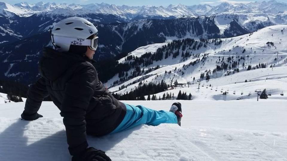 Łyżwy, narty, snowboard – jakie sporty zimowe są polecane dla amatorów?