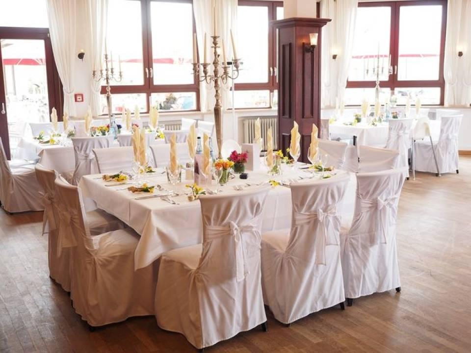 Jak zadbać o oprawę muzyczną ślubu i wesela? Czym kierować się podczas wyboru zespołu muzycznego lub DJ-a?