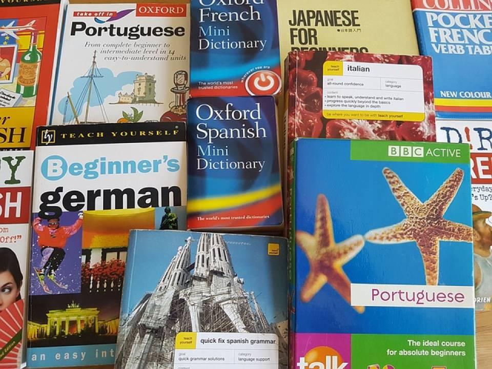 Jak znaleźć dobrego tłumacza? Na co zwrócić uwagę szukając usług translatorskich?