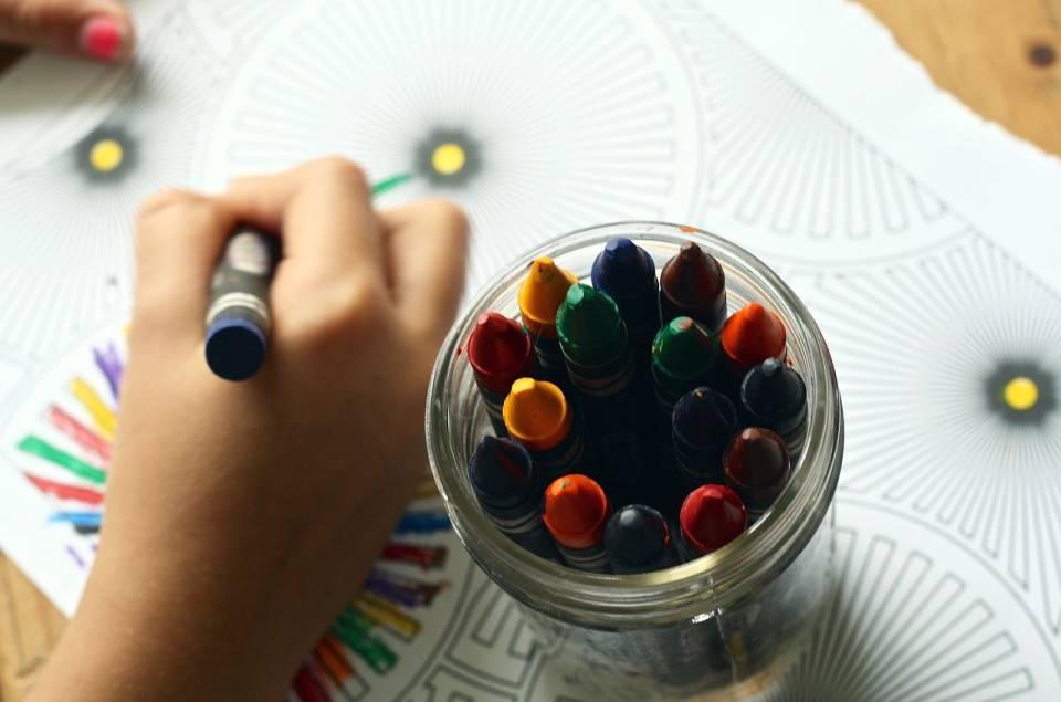 Zabawki plastyczne dla dzieci – dlaczego warto? Jakie zabawki kreatywne wybrać dla dzieci?