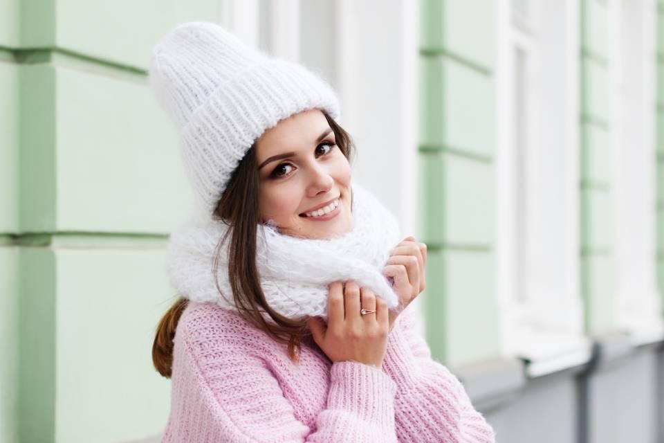 Czapki, kapelusze, berety? Jakie nakrycia głowy nosić jesienią i zimą?