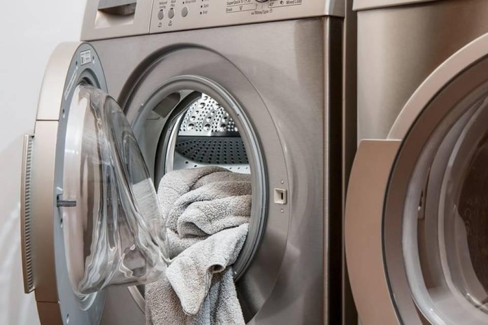 Pralko-suszarka – jak wybrać? Czy warto kupić pralkę z suszarką?
