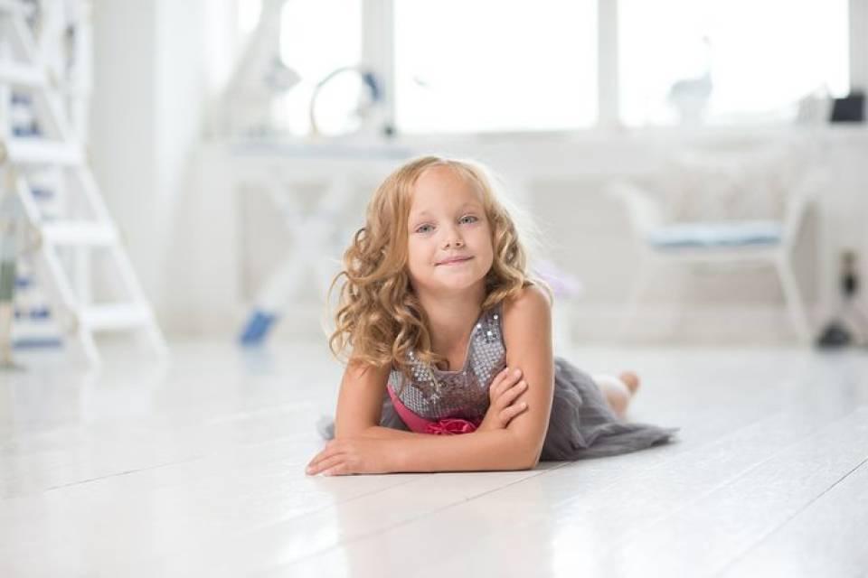 Jak funkcjonalnie urządzić pokój dziecięcy? Jakie wybrać meble, dekoracje, pojemniki na zabawki?