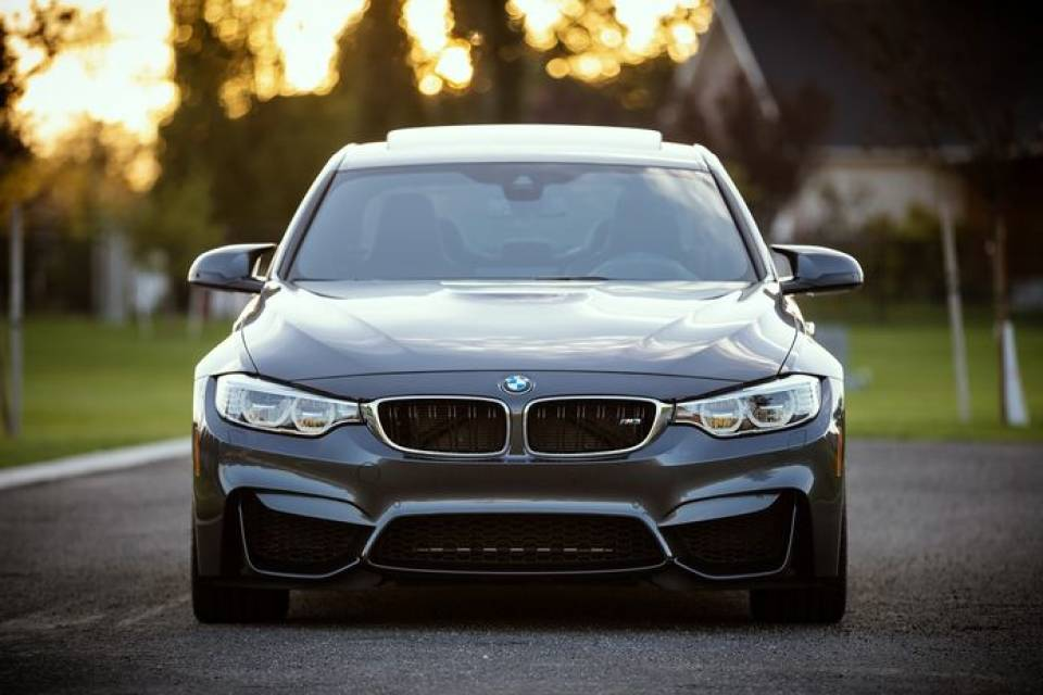 Volkswagen Phaeton, BMW serii 7, Lexus LS – które luksusowe samochody są w Polsce chętnie wybierane?