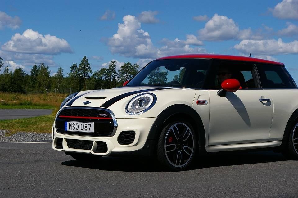 Clubman, Cooper, Countryman, ONE - który samochód osobowy marki Mini warto wybrać?