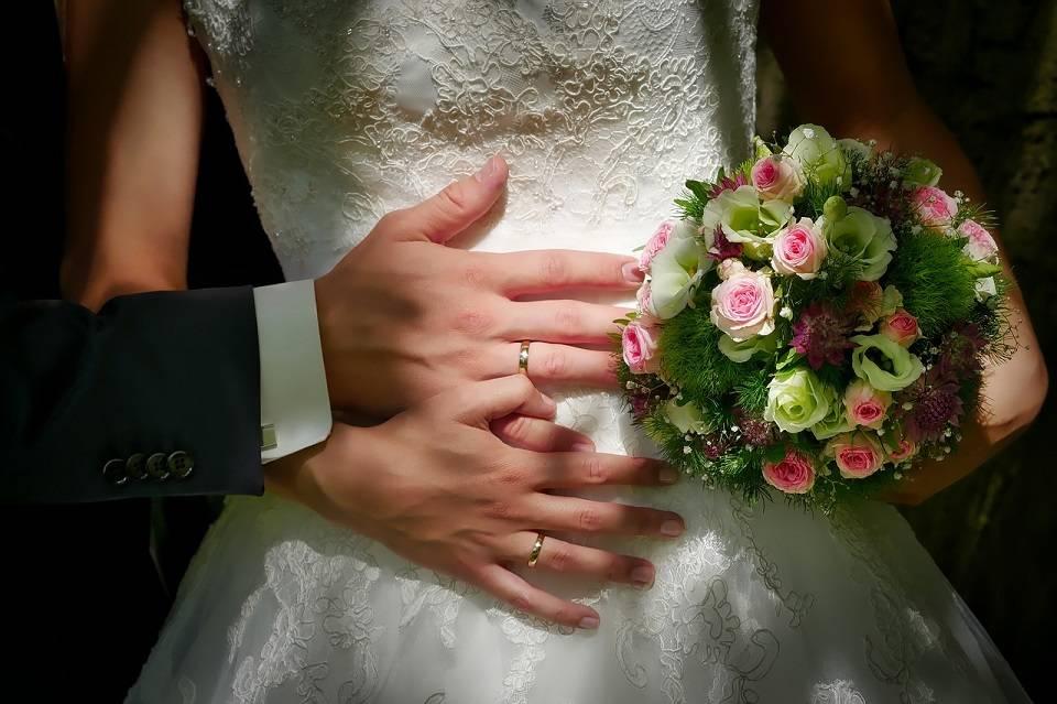 Jak sprawnie zorganizować ślub i wesele? Sala, oprawa muzyczna, fotograf, o czym jeszcze trzeba pamiętać?