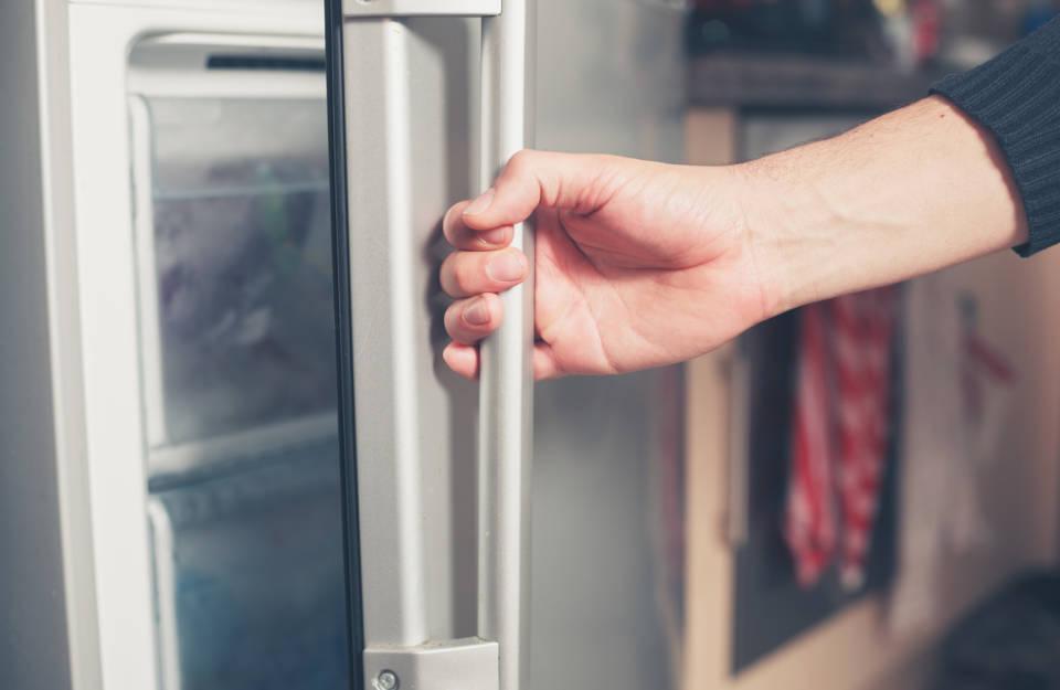 Lodówka z kostkarką i podajnikiem lodu – czy warto kupić?