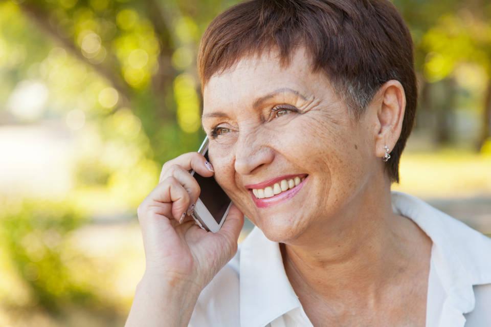 Jaki telefon komórkowy kupić dla seniora?