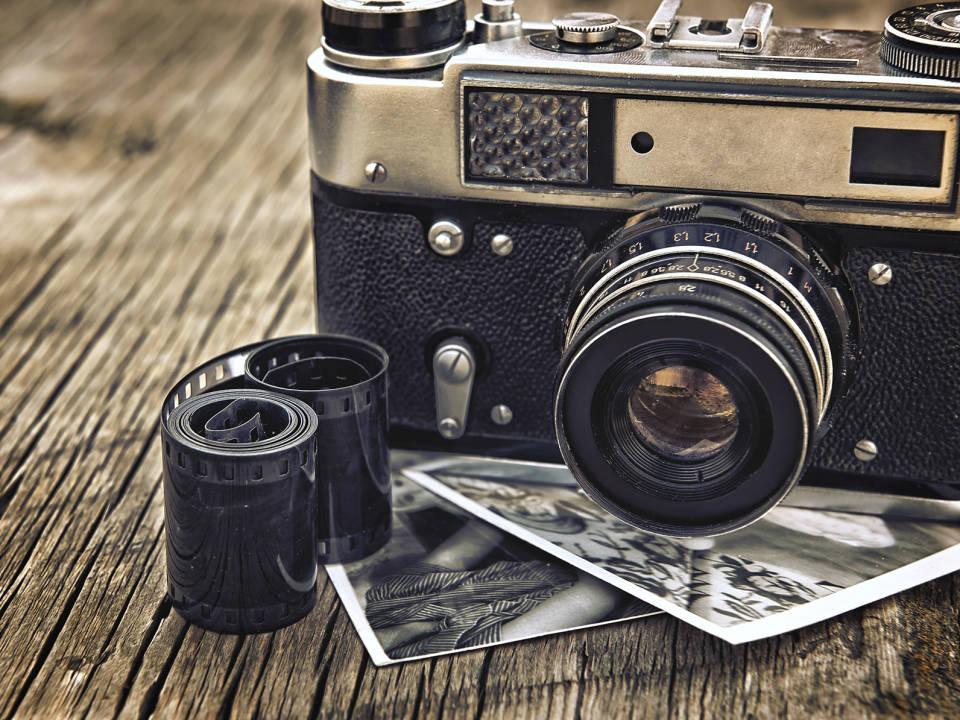 Jak wybrać aparat hybrydowy? Wady i zalety urządzeń