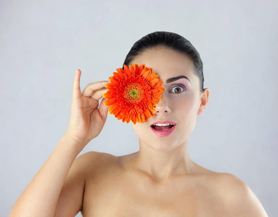 Ozdoby do włosów z motywem kwiatów - jak wybrać najmodniejsze?