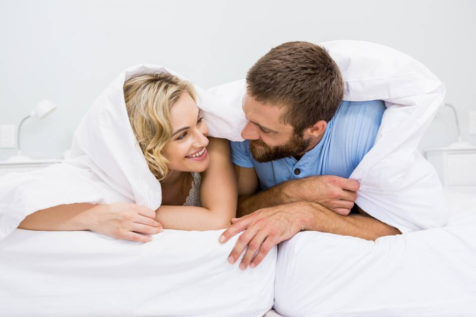 Łóżko, wersalka czy sofa? Jak wybrać najlepszy mebel do spania?