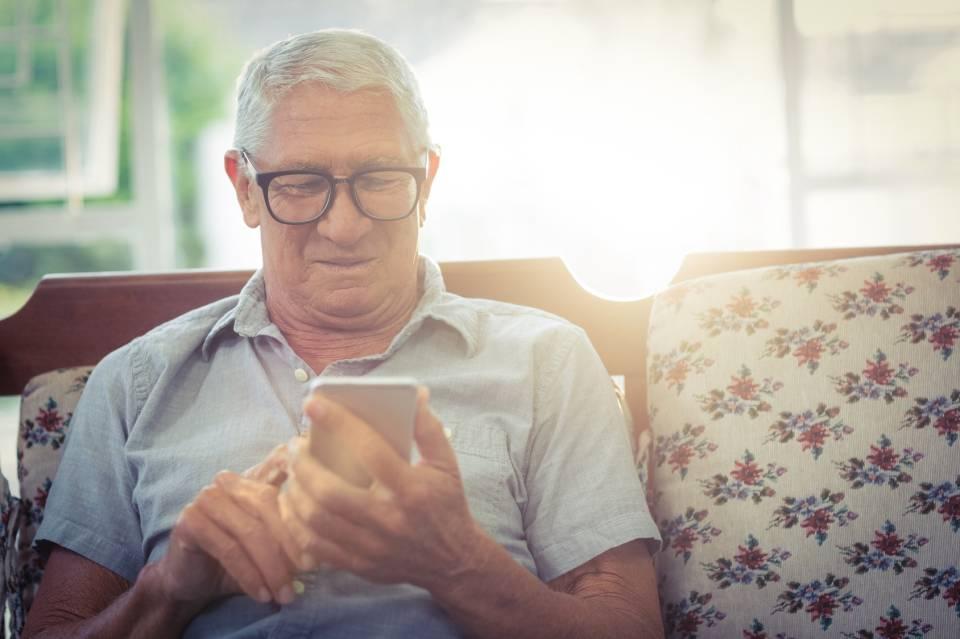 Jak wybrać telefon komórkowy dla seniora? Który model wybrać?
