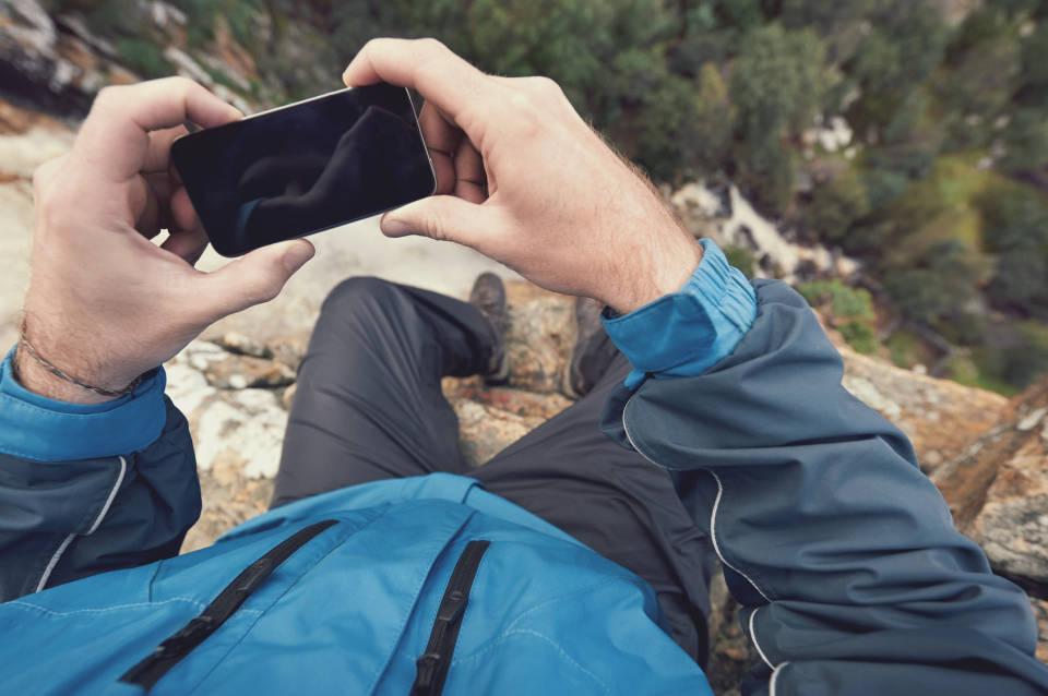 Telefony dla aktywnych - jakie wybrać? Jak sprawdzić odporność?