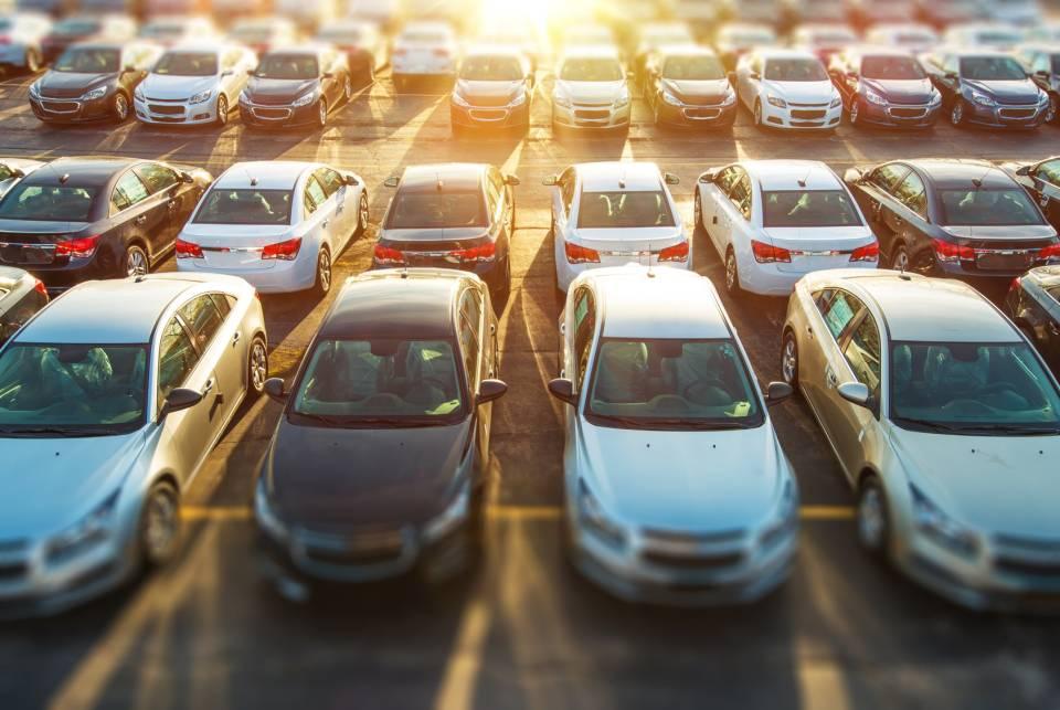 Jak wybrać dobry samochód używany? Skąd sprowadzić auto?