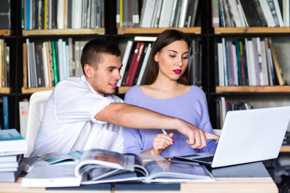 Matowa czy błyszcząca matryca w laptopie - jaką wybrać?
