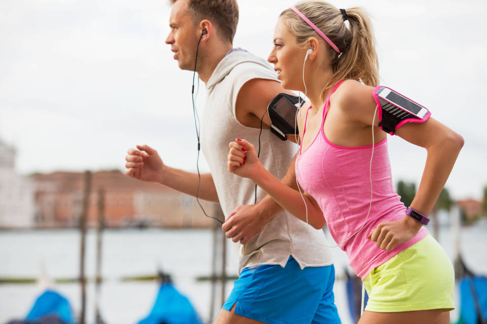 Jogging i bieganie - w co się wyposażyć? Jaki sprzęt wybrać?