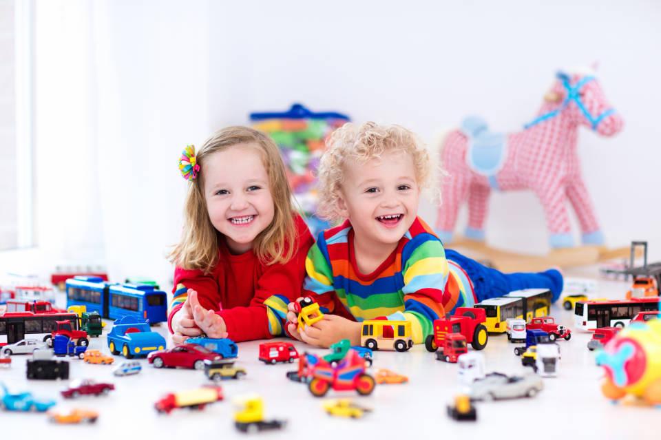 Jakie zabawki wybrać dla 3-latka? Jakie są najlepsze prezenty dla dzieci?