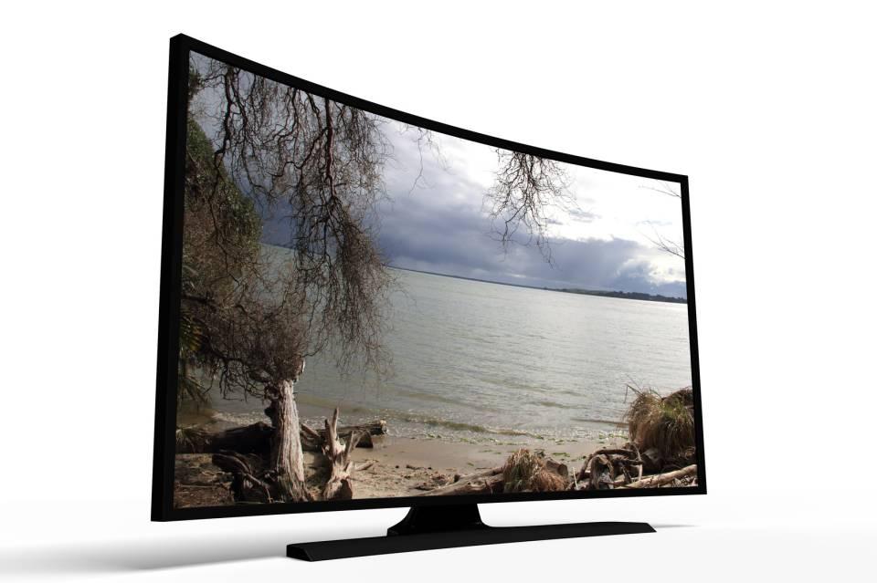Płaski czy zakrzywiony ekran? Jaki telewizor wybrać?