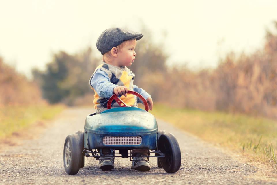 Pojazdy elektryczne i spalinowe dla dziecka - jak wybrać najlepsze?