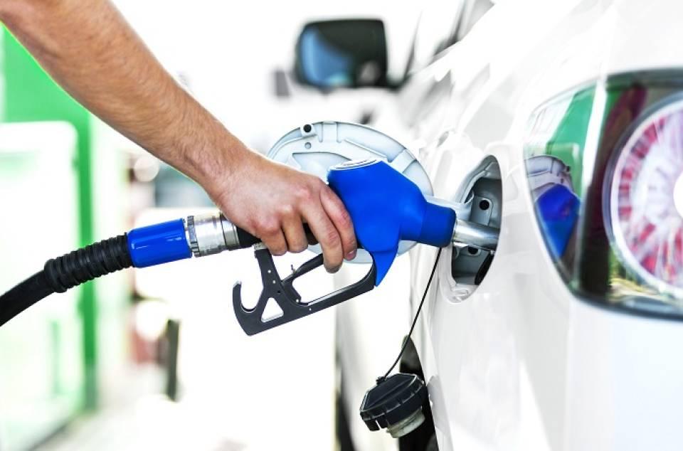 Jak jeździć ekonomicznie samochodem - jak prowadzić diesla, a jak benzyniaka?