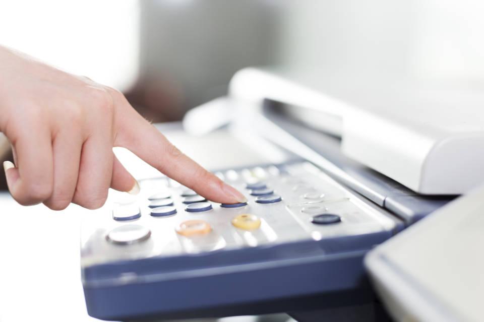 Jak wybrać fax do biura? Czy warto kupić urządzenie wielofunkcyjne?