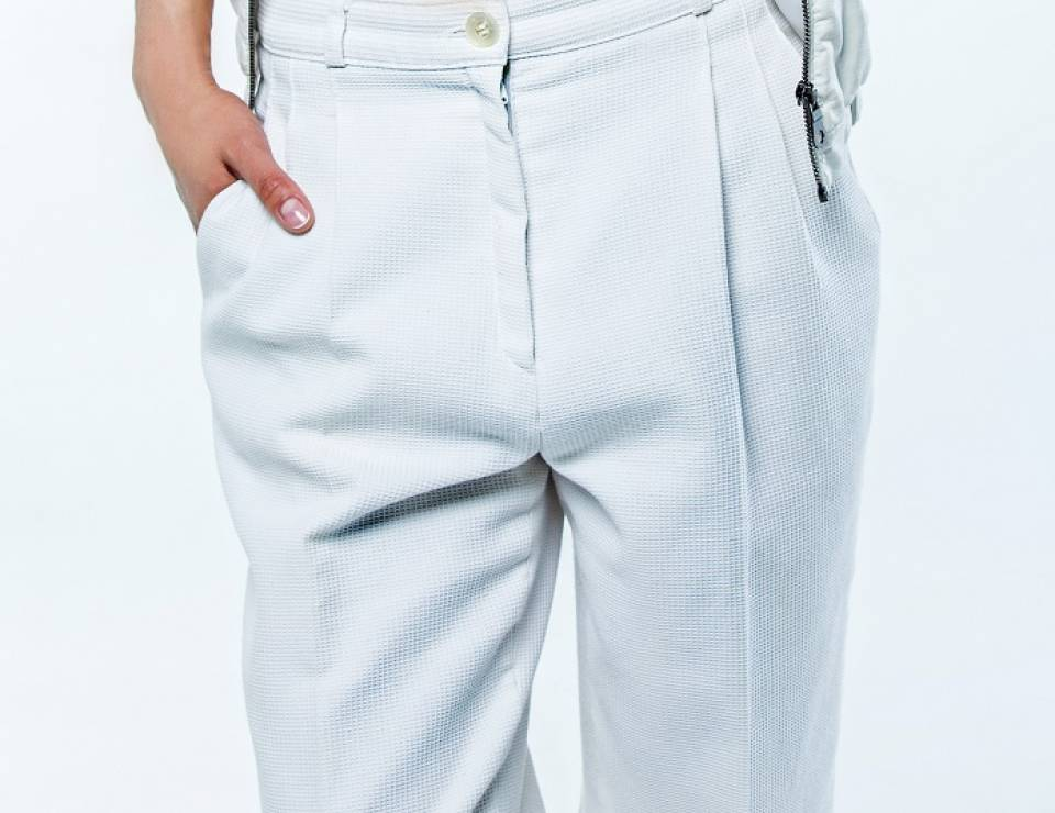 f3d132ea19338 Jak nosić białe spodnie, jaki model wybrać z czym łączyć ...
