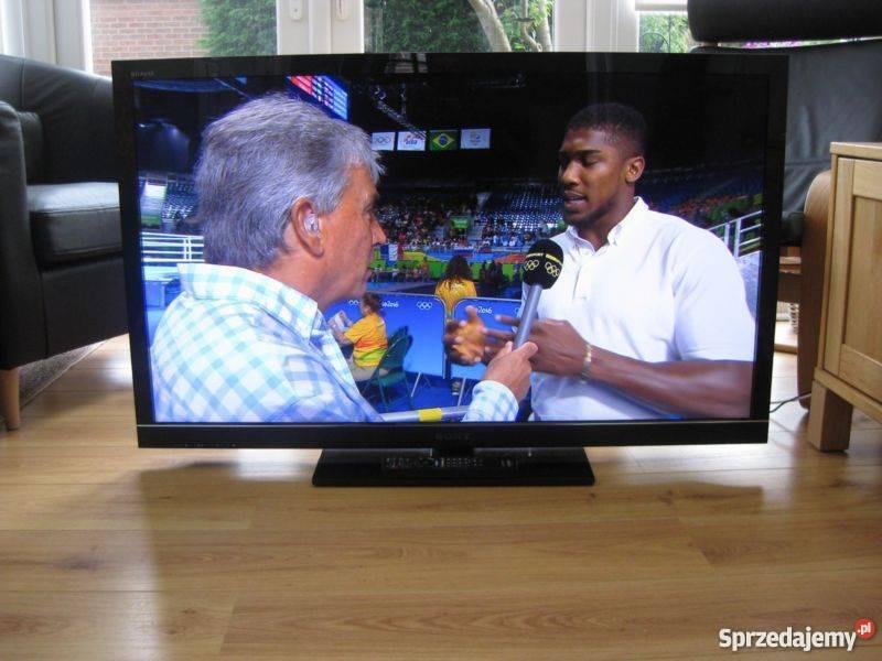 Klasyczny, płaski telewizor marki Sony